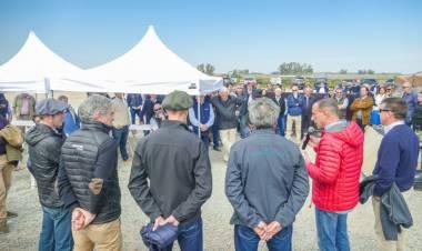 Presentan el proyecto del Mercado Agroganadero a las 45 consignatarias