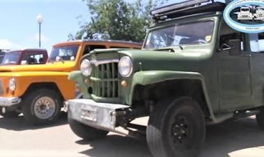 Encuentro de camionetas antiguas en Uribelarrea