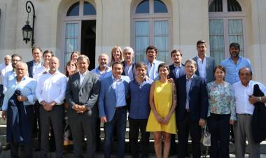 Fassi reunida con Kicillof y jefes comunales