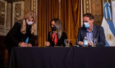 Marisa Fassi con el presidente Alberto Fernández y el gobernador Axel firmaron un convenio de obras