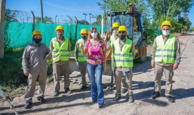Avanzan las obras de construcción de cordón cuneta y asfalto