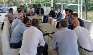 Mac Goey y Macri deben aislarse tras una reunión sin barbijos ni distanciamiento social