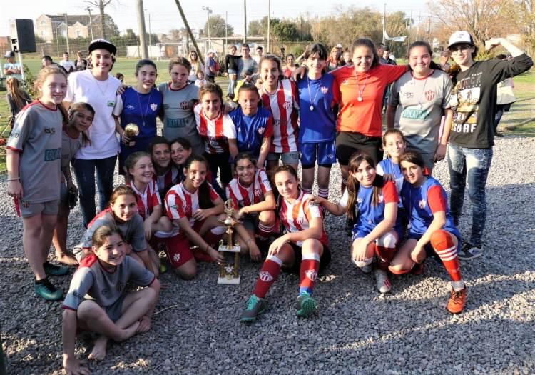 Exitoso campeonato barrial de Fútbol Femenino