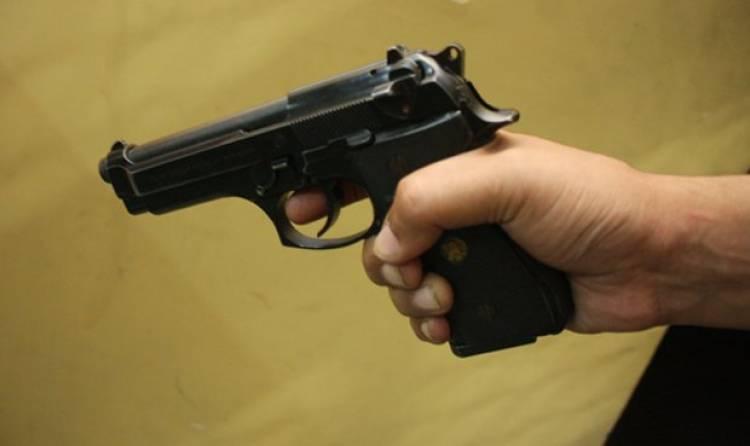 Un policía violó a su expareja luego de amenazar con matar a la hija de ella