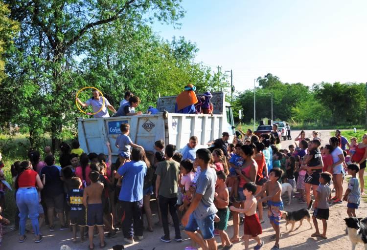 Melchor, Gaspar y Baltasar sorprendieron a los niños y niñas de Cañuelas