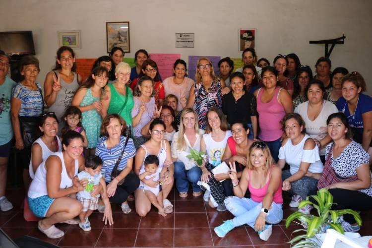 """Taller de Mujeres en el Centro de Jubilados """"La Fe"""" del barrio Los Pozos"""