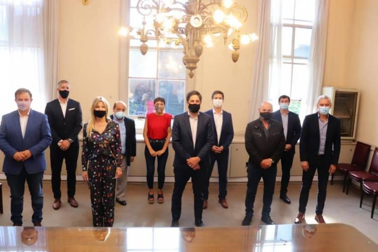 Marisa Fassi junto a intendentes con el ministro de Educación de la Nación
