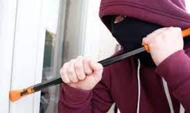 Dejaron la casa sola un rato y ladrones les robaron 800.000 pesos