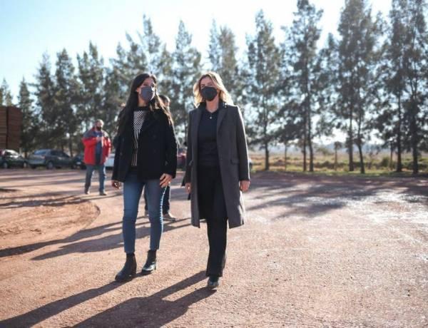 Fassi visitó la empresa Cerámica Cañuelas junto a la secretaria de Comercio Interior