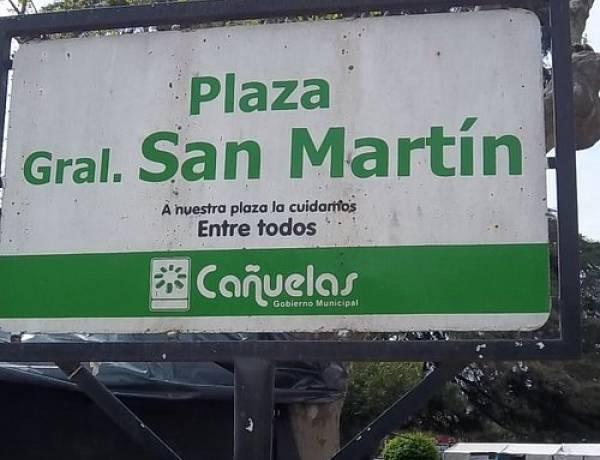 Se recambiará un cedro en la plaza San Martín