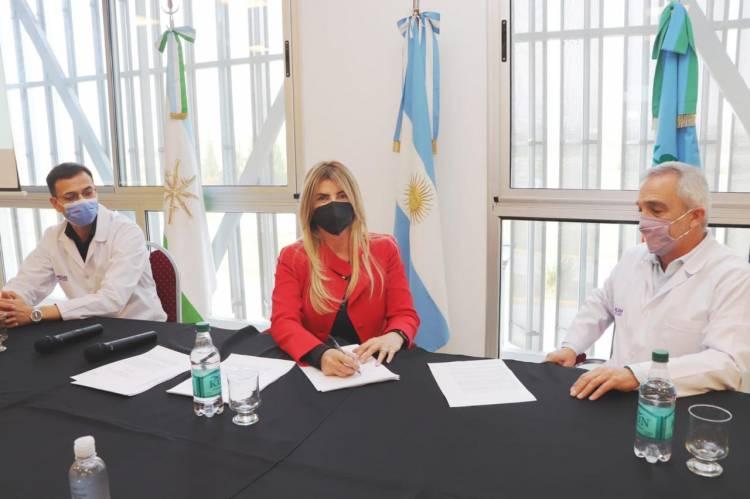 Marisa Fassi firmó el convenio definitivo de constitución del Hospital Néstor Kirchner SAMIC