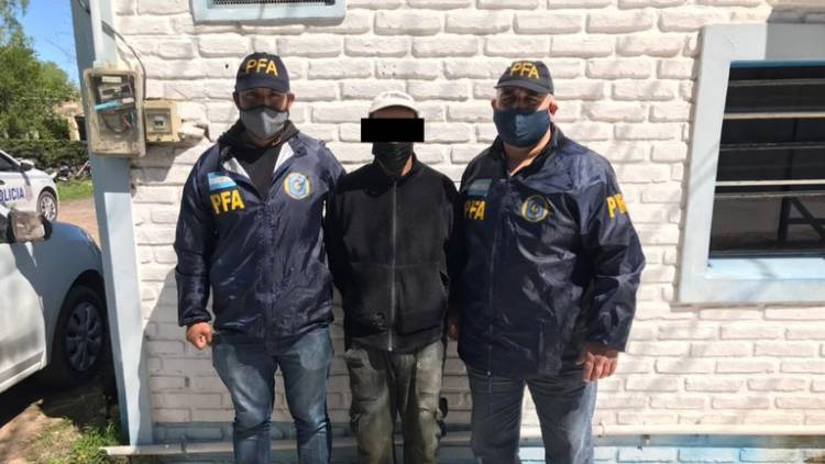 """""""El Negro Navaja"""": intentó degollar a su mujer, estuvo prófugo seis años y lo detuvieron en Cañuelas"""